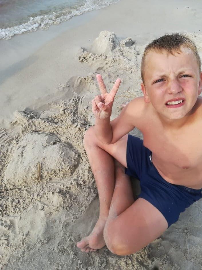 chłopiec na plaży