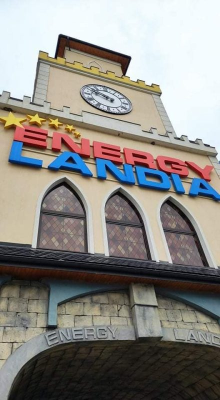 napis ENERGYLANDIA na budynku